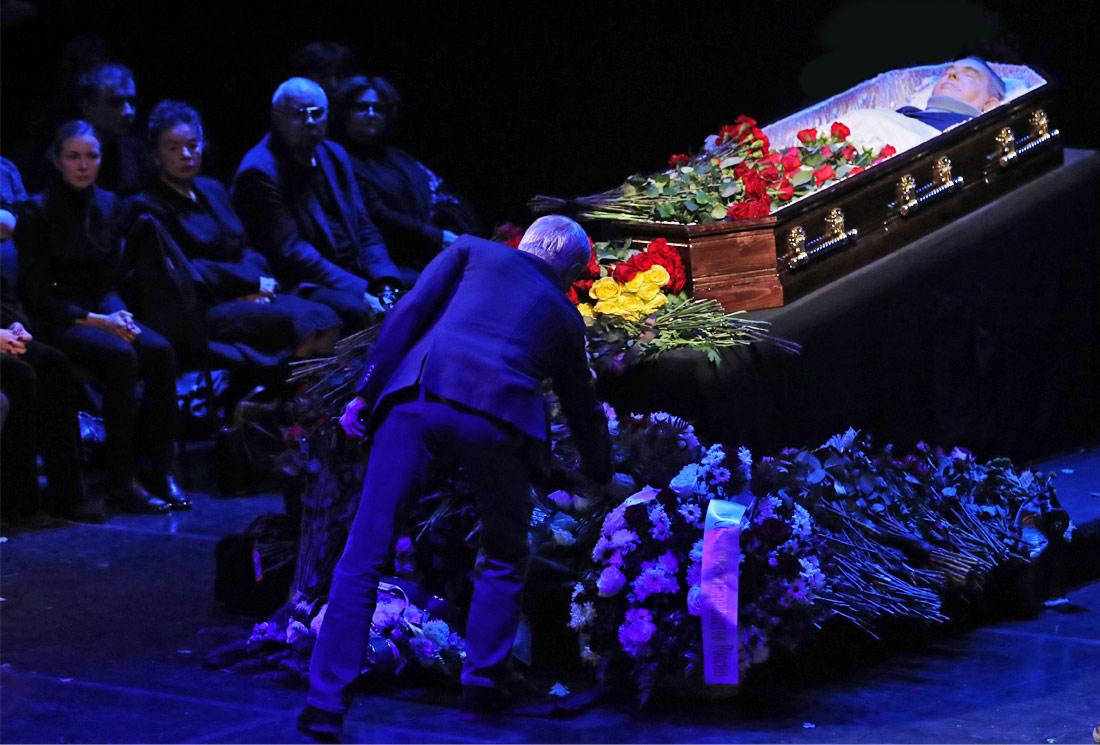 На церемонии прощания с актером Георгием Тараторкиным в Театре имени Моссовета