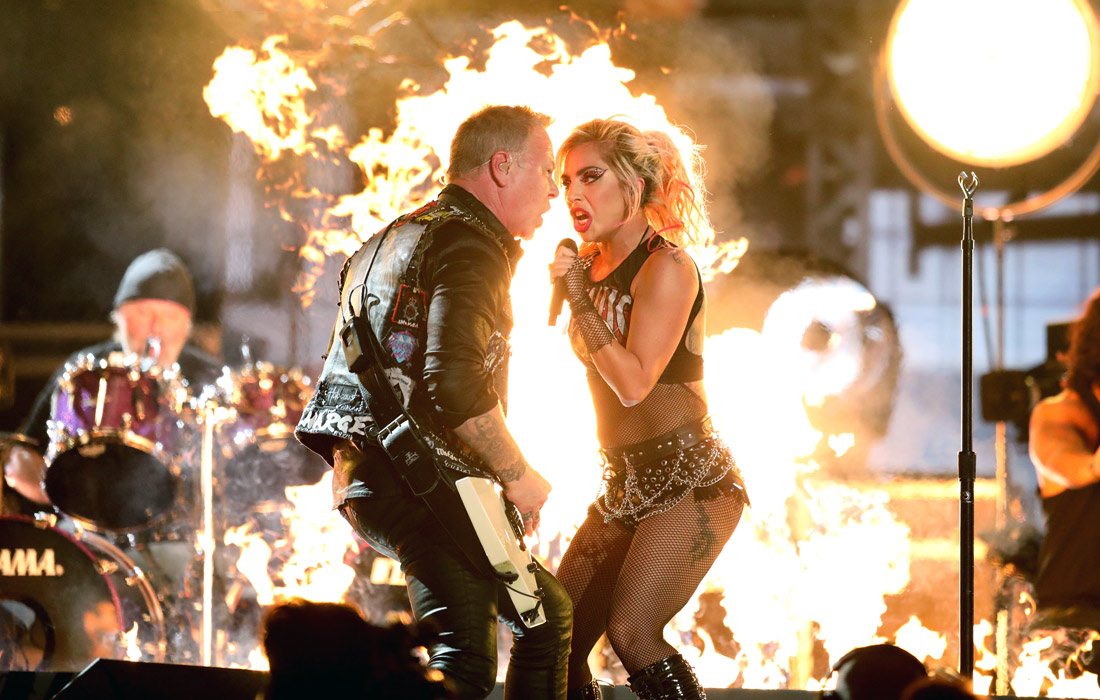 Совместное выступление Леди Гаги и вокалиста группы Metallica Джеймса Хэтфилда