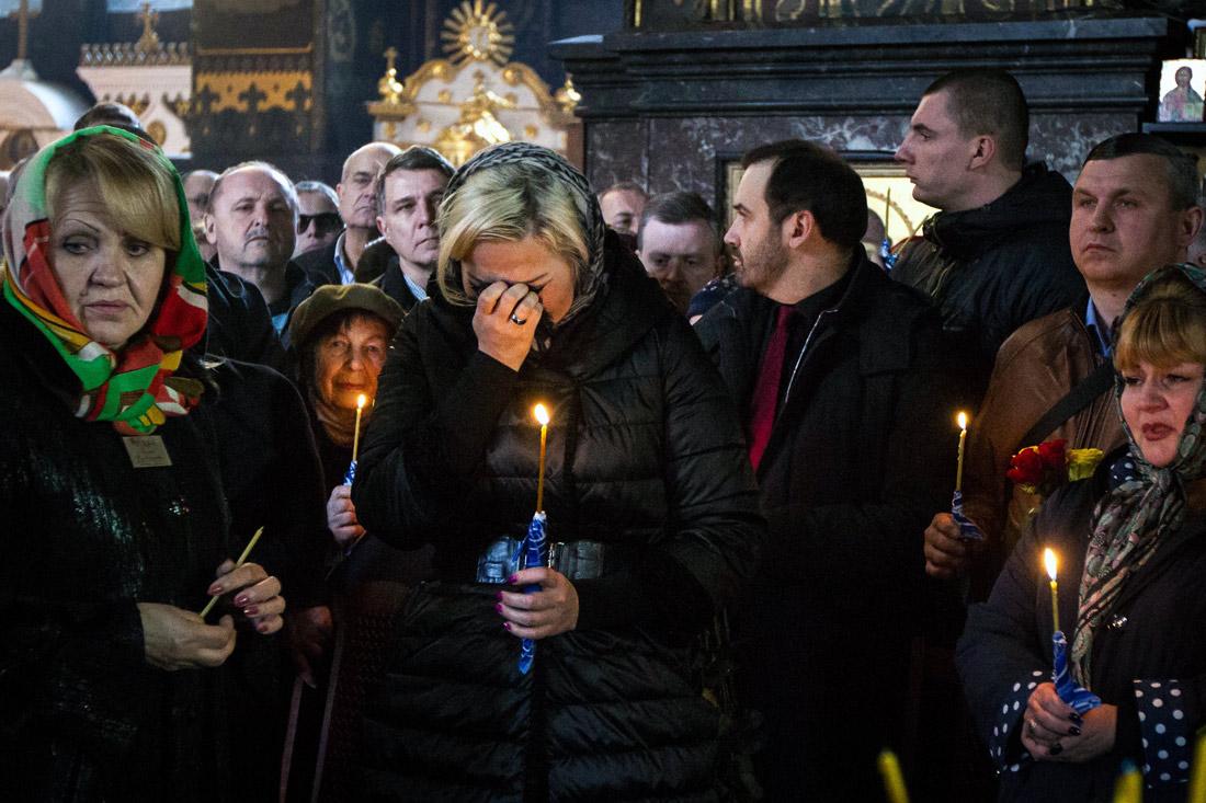 Вдова Дениса Вороненкова Мария Максакова во время прощания с мужем