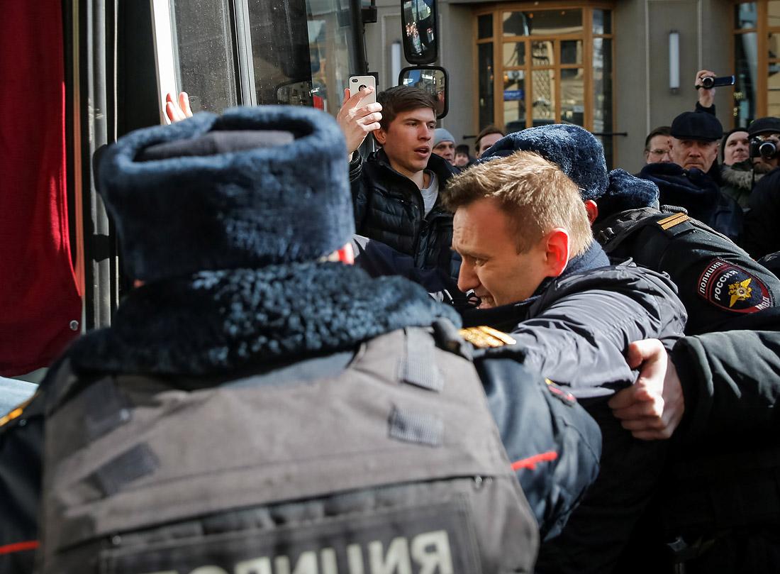 Оппозиционер Алексей Навальный был задержан в районе Триумфальной площади