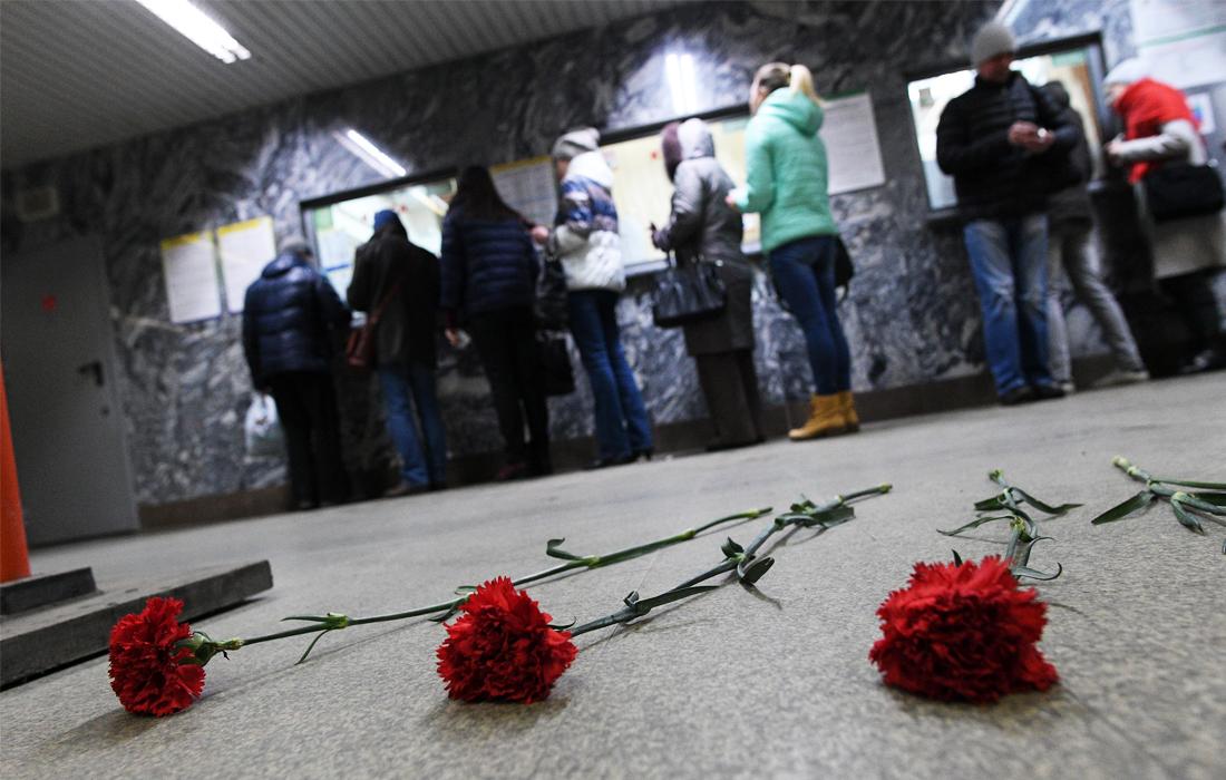 """Цветы на станции метро """"Чкаловская"""" в Екатеринбурге"""