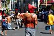 Филиппинские верующие практикуют массовое самобичевание во время Страстной недели, считая, что так они замаливают грехи и приобщаются к страданиям и искуплению Христа
