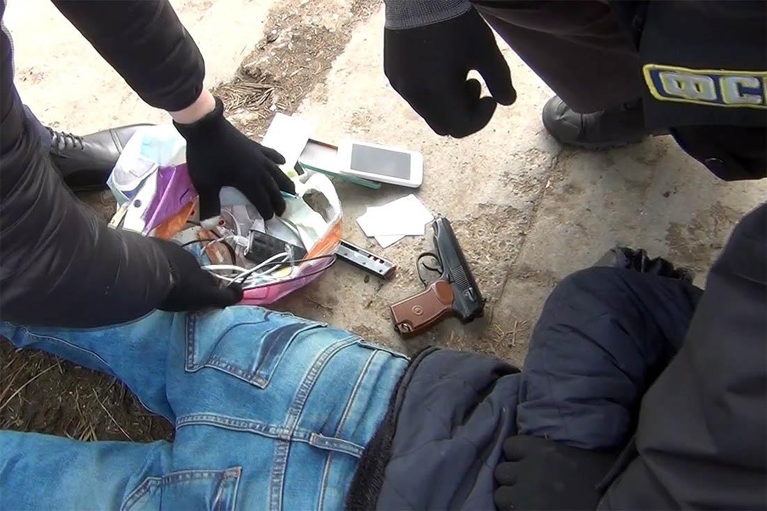 Следствие полагает, что бомбу привел в действие террорист-смертник - уроженец Киргизии Акбаржон Джалилов 1995 года рождения. Правоохранительные органы разыскивают его сообщников.
