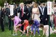 Катание пасхальных яиц перед Белым домом - традиционная пасхальная забава в США. Соревнуясь, дети катают яйца через лужайку резиденции президента поварешками.