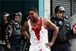 По меньшей мере три человека скончались от пулевых ранений в ходе массовых демонстраций против президента Николаса Мадуро