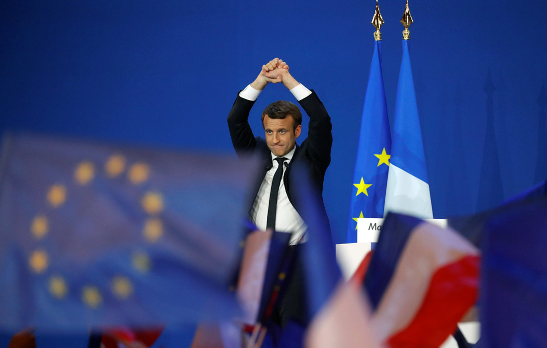 """Кандидат в президенты Франции от движения """"Вперед"""" Эммануэль Макрон победил в первом туре выборов. Бывший министр экономики Франции заявил, что порвет с политической системой, которая долгие годы не могла решить проблемы страны."""
