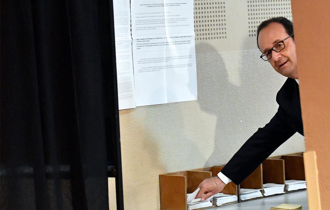 Завершающий свой срок французский президент Франсуа Олланд проголосовал на президентских выборах в стране через два часа после открытия избирательных участков. Он опустил бюллетень на избирательном участке в городе Тюль на юго-западе страны. Мэром этого города Олланд был с 2001 по 2008 год.