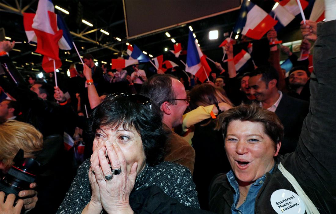 Макрон был назначен министром в 2014 году, а летом 2016 года ушел в отставку. После этого он выступал с критикой нынешнего правительства страны и основал собственное движение. Интерес к его возможной кандидатуре связан со сравнительно большой популярностью Макрона во Франции. За два дня до первого тура поддержать политика были готовы 24% избирателей.