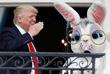 """17 апреля в Белом доме прошло 139-е пасхальное катание яиц с участием президента США, его супруги и сына. Перед началом мероприятия Дональд Трамп в сопровождении пасхального кролика поприветствовал гостей с балкона Белого дома. """"Мы будем сильнее, больше и лучше как нация, чем прежде. Мы на правильном пути"""", - заявил американский президент."""