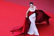 Актриса Арайя Харгейт на красной ковровой дорожке