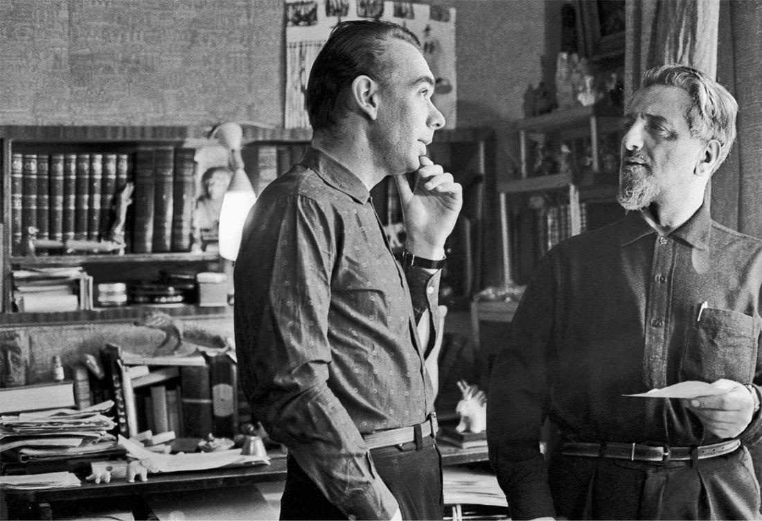 Артист Алексей Баталов со своим другом писателем Виктором Ардовым. 1964 год.