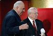 """Бывший президент СССР Михаил Горбачев и бывший канцлер ФРГ Гельмут Коль, в Лейпцигской ратуше получают премию """"Осгар"""" за вклад в немецкое единство. Май, 2008 год."""