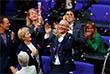 """Согласно законопроекту, представители секс-меньшинств смогут официально заключать браки и будут иметь те же права, что и традиционные семейные пары, например, смогут усыновлять детей. До этого представители секс-меньшинств в Германии могли заключать так называемые """"гражданские союзы""""."""