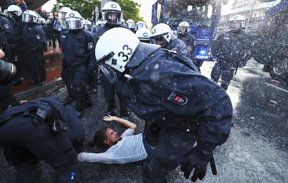 В результате столкновений не менее 29 человек были задержаны
