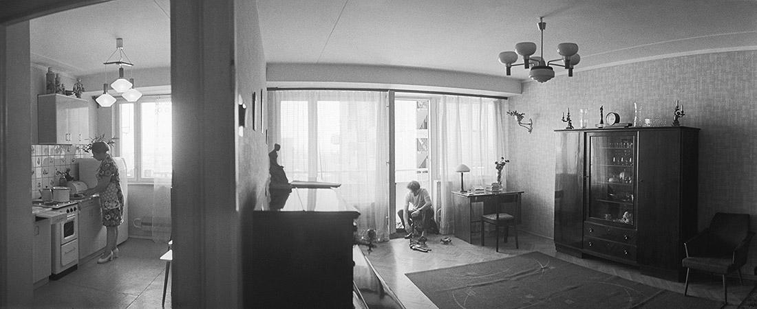 Противники программы, настаивают на своем праве распоряжаться своими жилищными условиями по собственному усмотрению и находят привлекательность этих условий не только в количестве и качестве квадратных метров, но и в самой той атмосфере окружающей их Москвы, которую составляют их двор, вид из окна, парк у дома