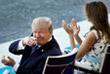 Президент США Дональд Трамп с супругой Меланией наблюдают за парадом с трибуны для почетных гостей