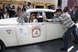 """Вера Глаголева в автомобиле """"Ягуар Марк 2"""" 1966 года выпуска перед началом Второго женского ралли на классических автомобилях. 2007 год."""