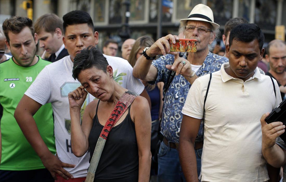 Жители города на месте трагедии