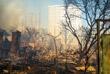 Из-за порывов ветра огонь перебросился на близлежащие дома и на соседний квартал