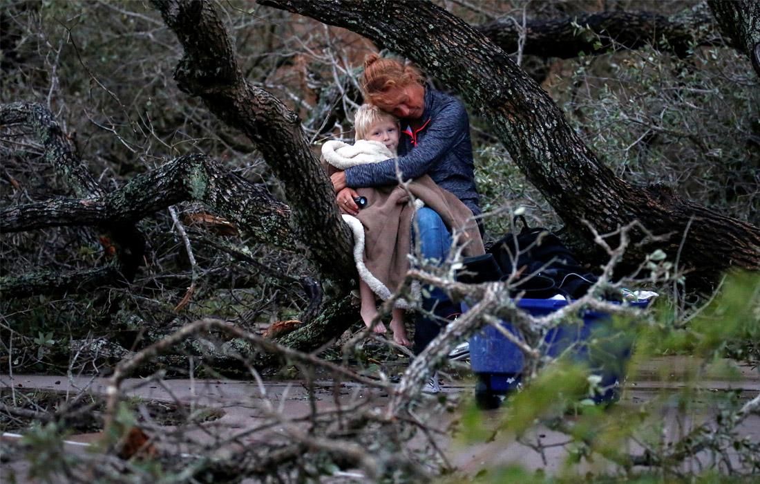 Ураган, сопровождающийся сильными ливнями, заставил тысячи людей покинуть свои дома