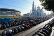 Утренний намаз у Соборной мечети в Москве