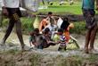 Беженцы заполонили поля в окрестностях приграничного города, укрываясь в самодельных хижинах