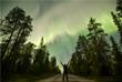 В результате самой мощной за последние 12 лет вспышки на Солнце, которая произошла 6 сентября, жители северных регионов Земли смогли наблюдать необычайно яркое северное сияние. С 9 на 10 сентября небесное явление смогут увидеть не только жители северных районов, но и средней полосы России. На фото: полярное сияние в небе над Финляндией.