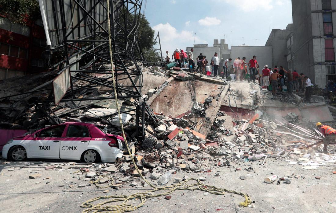 В Мехико обрушилось не менее 44 зданий, 3,5 млн человек остались без электроснабжения. Также есть повреждения сетей газоснабжения, фиксируются утечки газа.