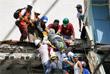Множество людей погребены под обломками обрушившихся зданий