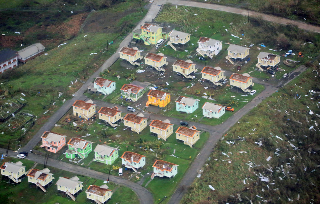 """Премьер-министр Доминики Рузвельт Скеррит заявил, что ураган """"Мария"""" разрушил на острове """"все, что только можно купить за деньги"""""""