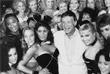 Шеф-редактор Playboy позирует с моделями Playboy в Лос-Анджелесе. Июнь 1986 года.