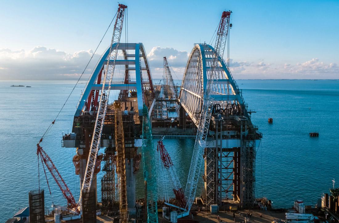 Из-за установки автодорожной арки судоходство по Керчь-Еникальскому каналу ограничили на трое суток