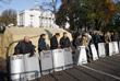 Участники митинга намерены стоять палаточным городком до полного выполнения своих требований, которые парламент будет рассматривать в четверг