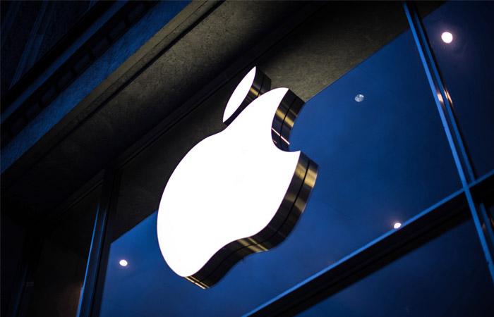 Apple стала первой компанией скапитализацией свыше 900 млрд долларов