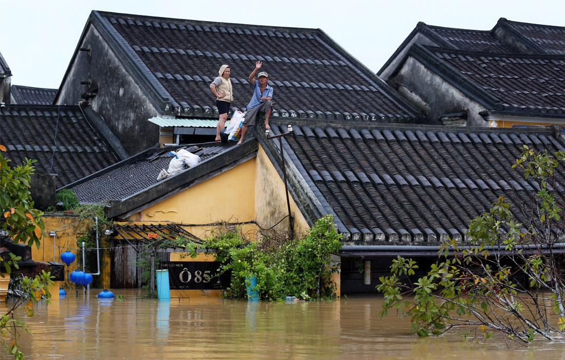 Более 300 жилых домов получили значительные повреждения, у более 25 тыс. построений унесло кровлю