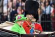Королева Елизавета II и герцог Эдинбургский Филипп во время посещения парада конной гвардии в Лондоне. 2016 год.