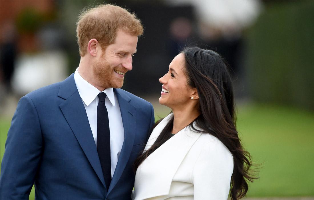Принц Гарри и Меган Маркл у Кенсингтонского дворца. Ноябрь 2017 года.