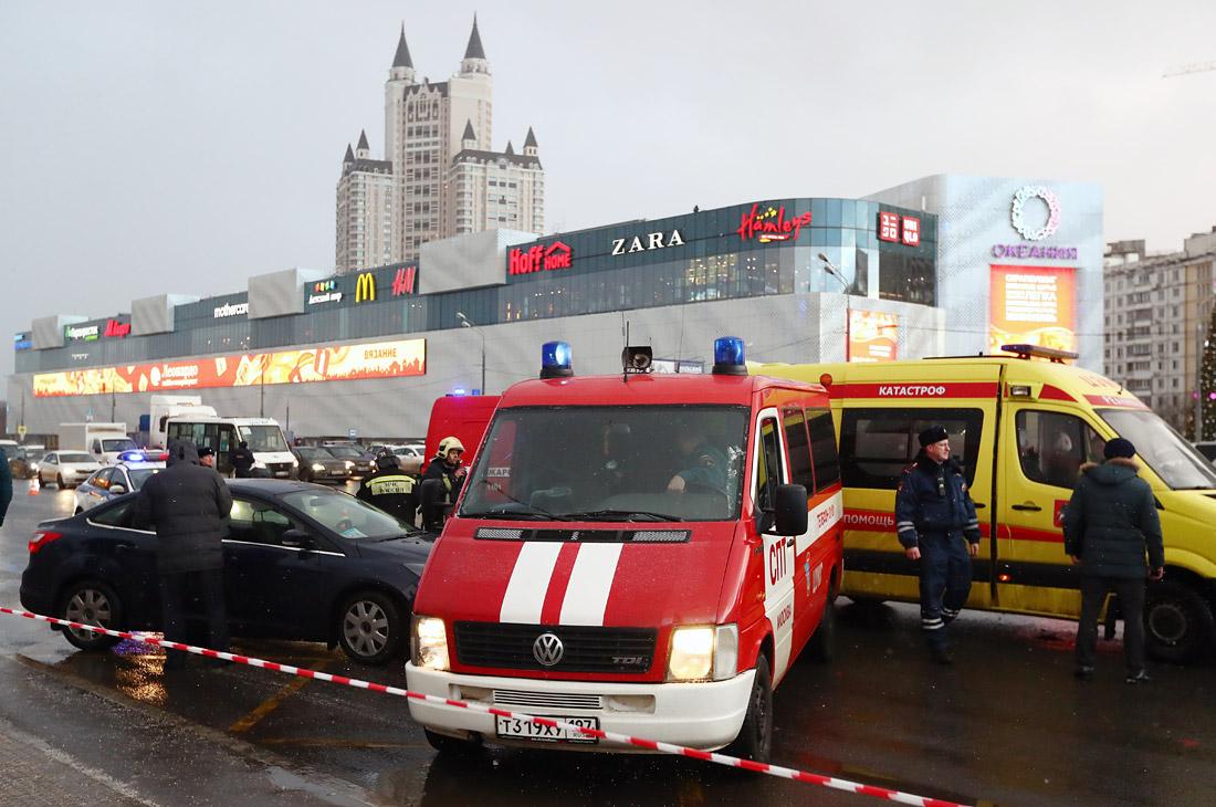 Автобус съехал в переход на Славянском бульваре