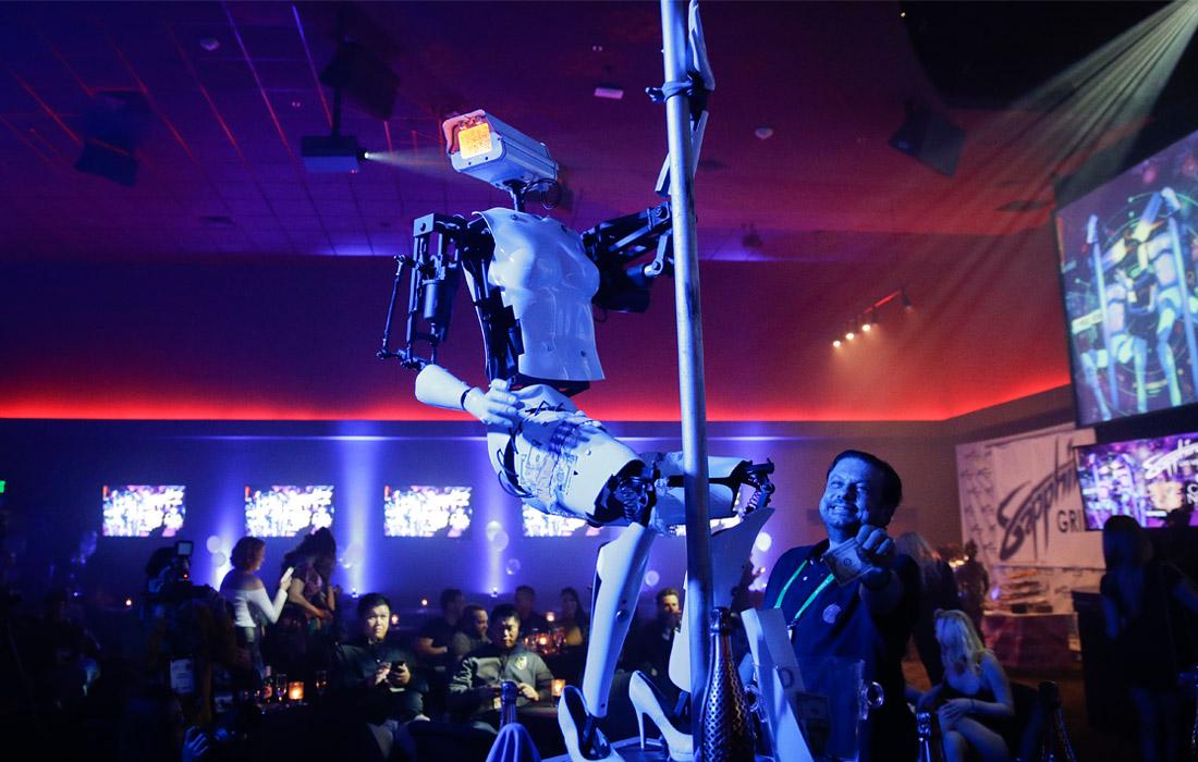 Робот, танцующий у шеста, созданный британским художником Джайлсом Уокером
