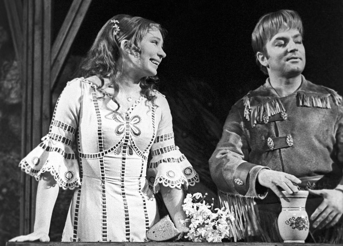 """Сцена из спектакля """"Обыкновенное чудо"""". 1971 год."""