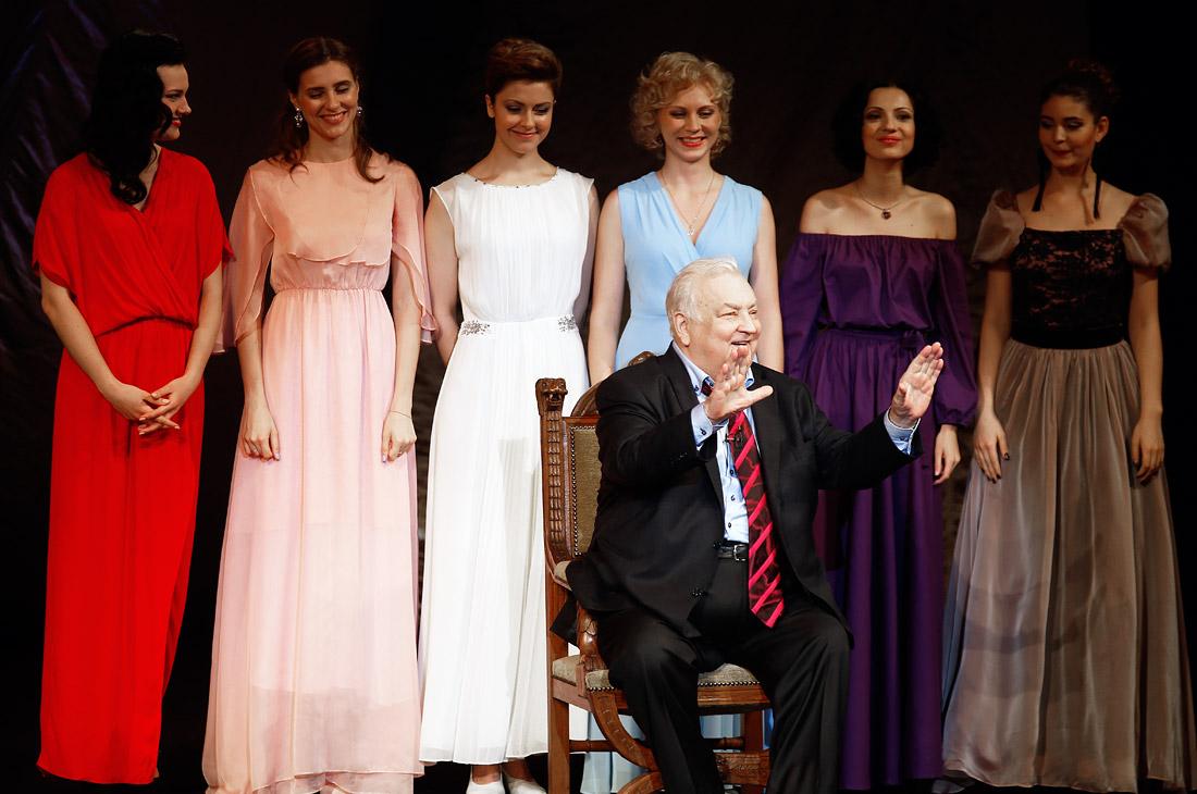 Актер Михаил Державин во время торжественного вечера, посвященного его 80-летнему юбилею в театре Сатиры. 2016 год.