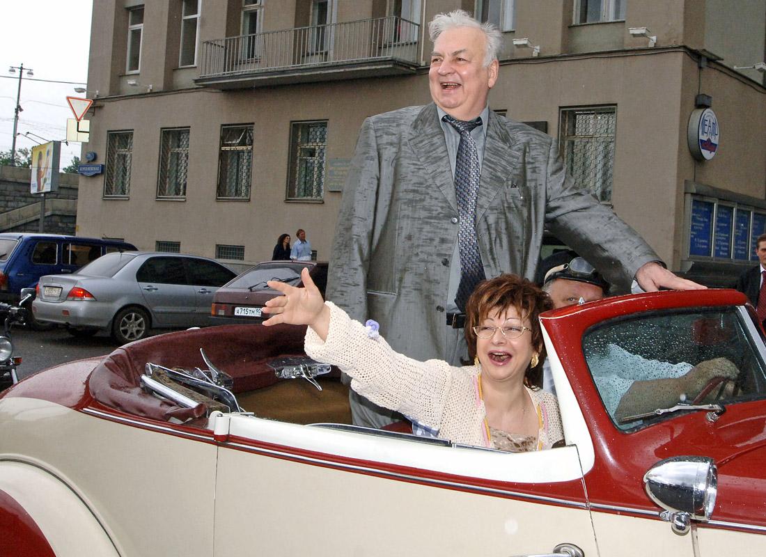 Михаил Державин с супругой Роксаной Бабаян перед празднованием своего юбилея. 2006 год.