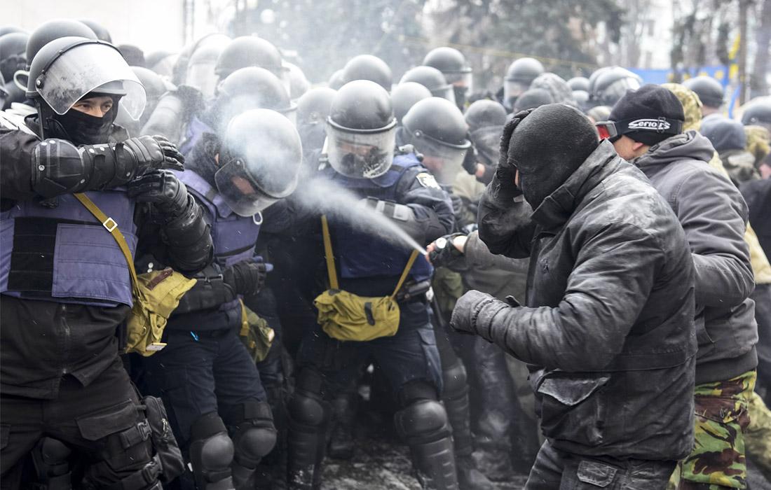 На митинге у стен рады пострадал украинский полицейский