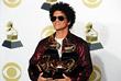 Бруно Марс, ставший обладателем статуэток в трех основных номинациях - песня, запись и альбом года