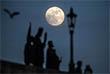Помимо этого, во второй половине дня должно произойти лунное затмение, частичное для большинства жителей страны и полное для населения Азиатской части России