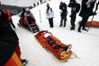 Врачи уносят с соревнований на носилках японского сноубордиста Юто Тоцука после его падения в финале соревнований в хаф-пайпе