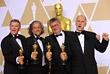 """Ричард Гувер, Пол Ламберт, Герд Нефцер и Джон Нельсон (слева направо), с наградами за """"Лучшие визуальные эффекты"""" в фильме """"Бегущий по лезвию 2049"""""""