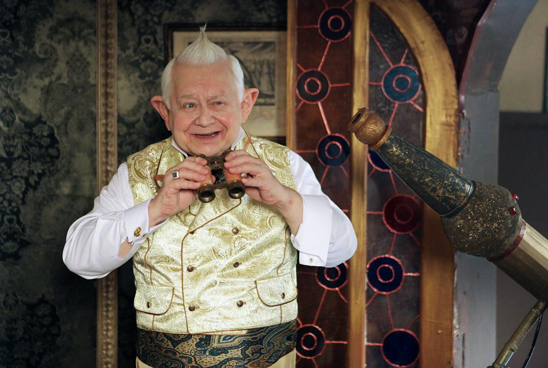 """Актер Олег Табаков в роли Старейшины во время съемок фильма """"Тот еще Карлосон!"""" режиссера Андреасяна. 2011 год."""