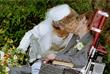 Хокинг был дважды женат. В 1965 году он женился на Джейн Уайлд, позднее у них родились дочь и два сына. Отношения Стивена с Джейн постепенно ухудшались, и в 1991 году они стали жить раздельно. После развода с Джейн в 1995 году Хокинг женился на своей сиделке, Элайн Мэйсон (на фото), с которой прожил 11 лет.
