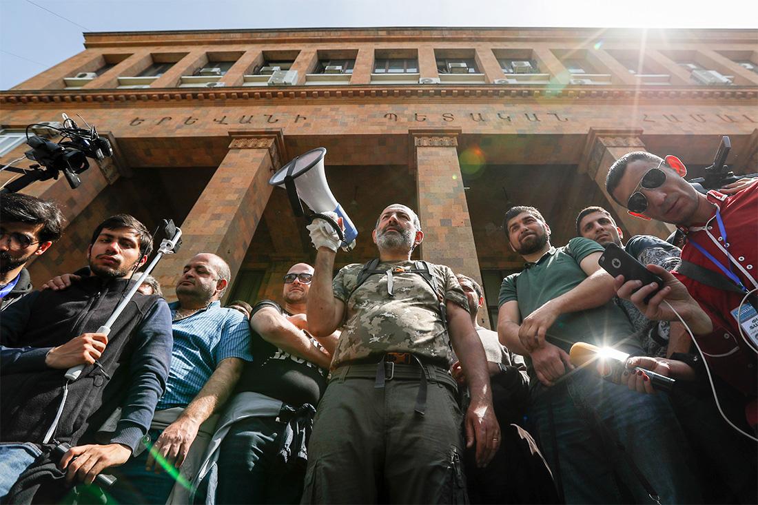 17 апреля парламент Армении проголосовал за кандидатуру лидера правящей Республиканской партии Сержа Саргсяна на пост премьер-министра республики